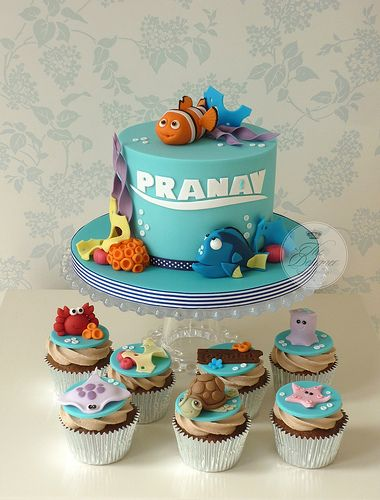 Finding Nemo birthday cake with swimming good cupcakes!