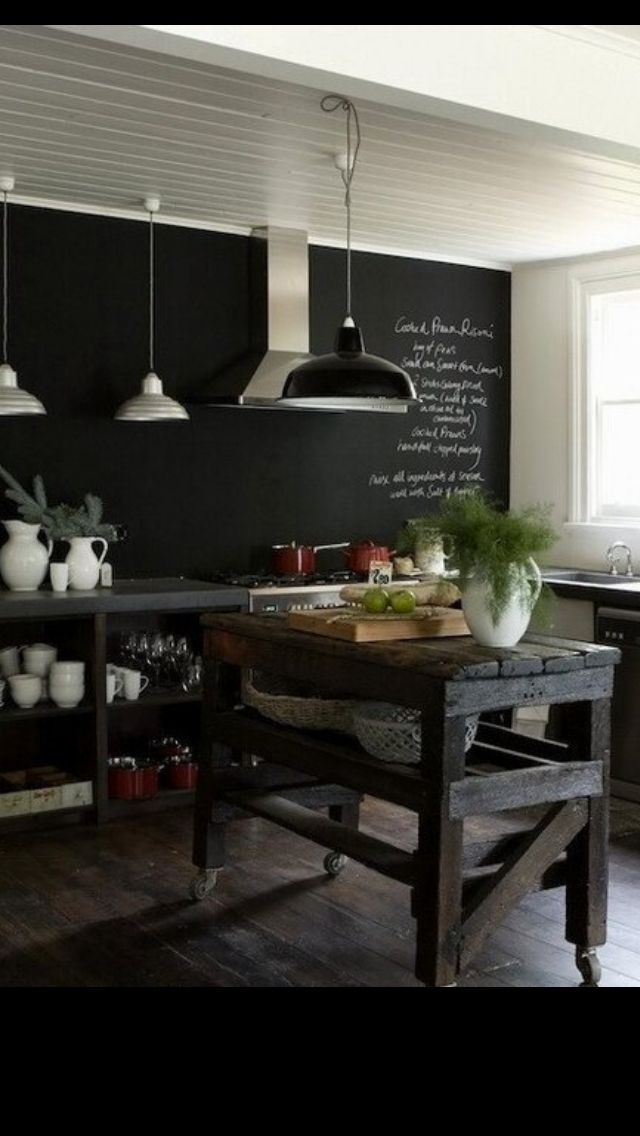 Love this kitchen! It is so different, like those in New Zealand that usually don't have top cabinets!