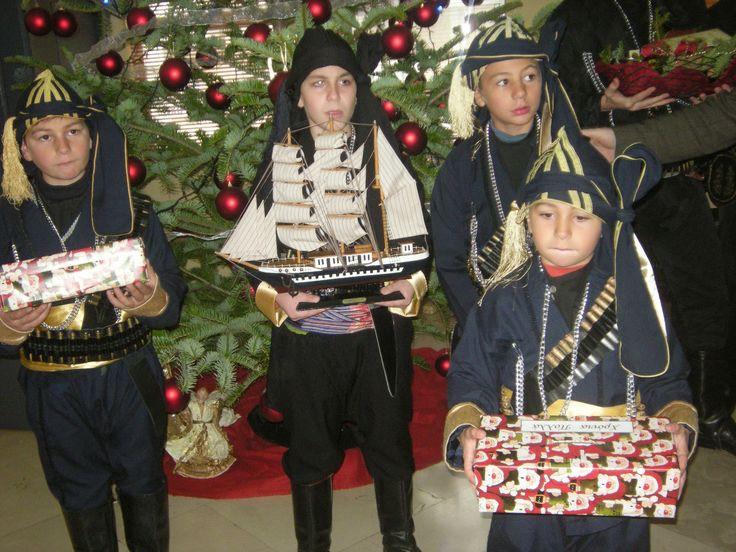 e-Pontos.gr: Ποντιακά Κάλαντα Πρωτοχρονιάς με Ευχές για Καλή Χρ...