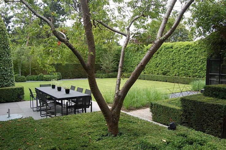 clear lines form a strong layout for this outside seating place