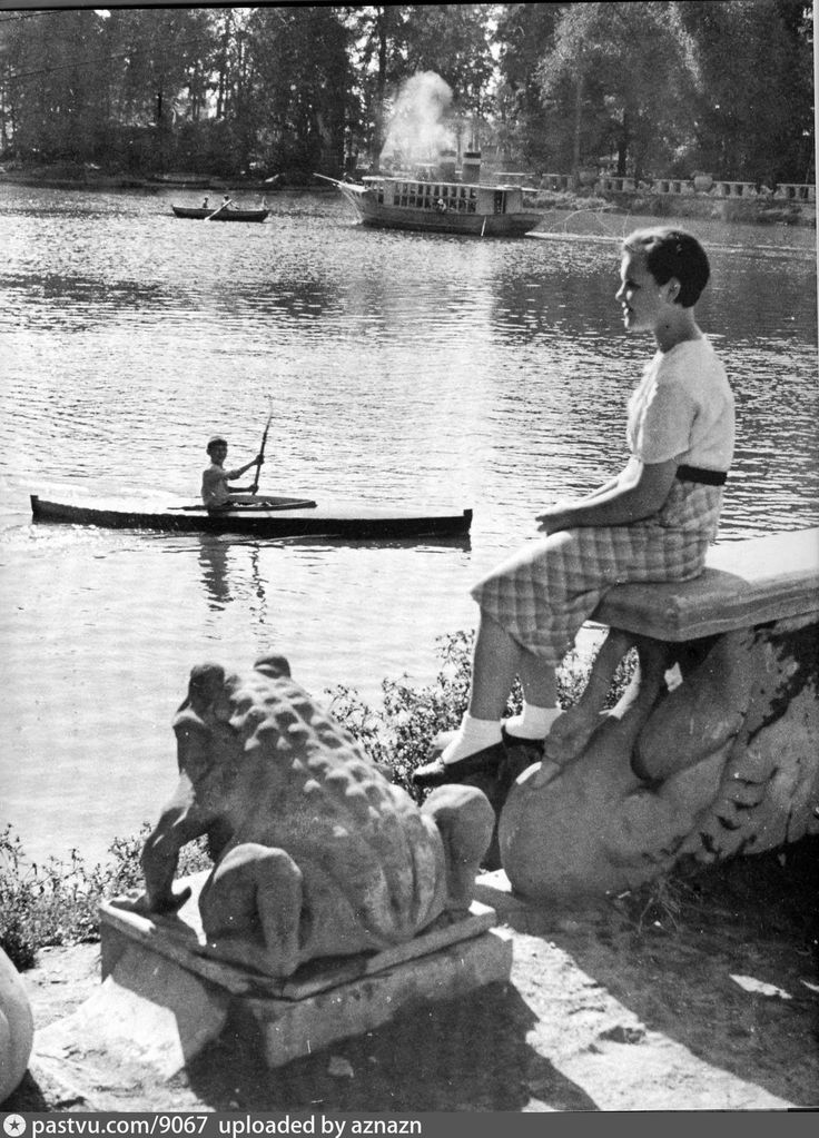 В детском городке Центрального парка культуры имени Горького  1938