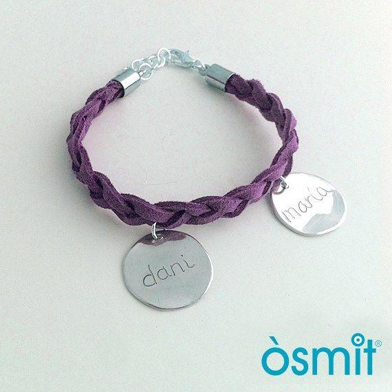 Nuevas Pulseras Grabadas a Mano y Personalizables de Osmit Joyas  http://www.unabuenarecomendacion.com/index.php/complementos-y-regalos/joyas-y-bisuteria/4530-nuevas-pulseras-grabadas-a-mano-personalizadas-de-osmit-joyas