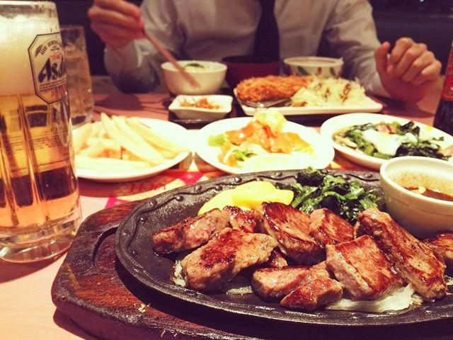 💚🍴頻繁に#デニーズ 🙋💚 . 安定の、カットステーキ・ポテトフライに ほうれん草ソテー・サラダ・ビール🍻💓❤ 帰りに、アイスと芋けんぴ😂💞 . . . . 🍴《デニーズ》 . #ステーキ#サーロインステーキ#肉#パンケーキ#ファミレス#肉部 #ディナー#晩ごはん#夜ごはん#夜ご飯 #ビール#乾杯#酒飲み#グルメ#食べ歩き#美味#おいしい#美味しい#美味しかった#ごちそうさまでした#食べるの大好き#食べるの好きな人と繋がりたい#デリスタグラマー#インスタ映え#ファインダー越しの私の世界 #happy#yummy#foodporn#dinner
