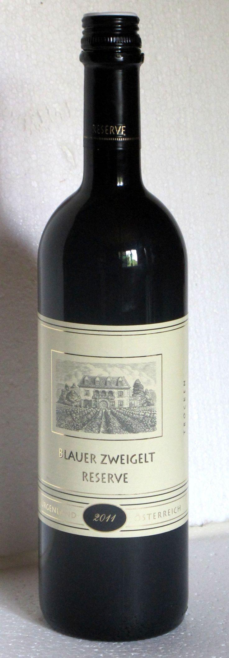 """12. August 2013  --  Dreifaltigkeitskellerei: Blauer Zweigelt 2011, Burgenland, Österreich -   Zum allerersten Mal habe ich einen Wein von Aldi (Suisse) hier im """"Getrunken"""" aufgenommen. Nicht weil er mich so begeistert hat, sondern weil es einer dieser """"Discounterweine"""" ist, die in der Regel durch eine passable, aber wenig ausdrucksstarke Weinigkeit zu definieren ist. Die einen sagen: ein Wein für den Alltag, andere ein Wein zum Abgewöhnen. ."""
