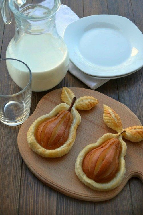 Chocolate Pear Pastries (In Spanish)