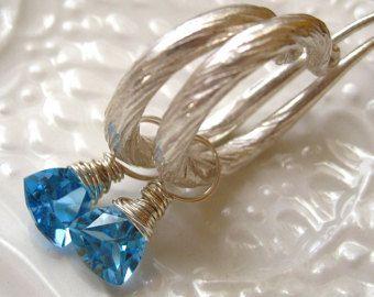 Pendientes de aro de topacio azul
