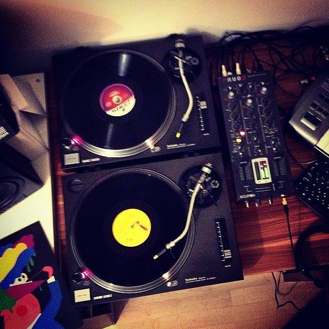#vinyls #turntables #mixing #music #yellow #magenta #black #homestudio https://www.facebook.com/andrewbarasits.music