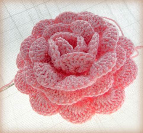 A pink crochet rose ~ free pattern