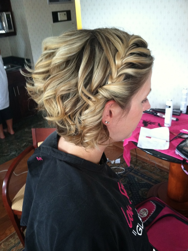 Even with short hair, there are options! Short wedding