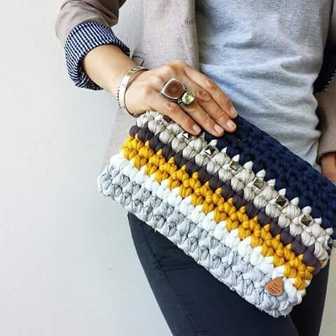Bulky crochet clutch bag
