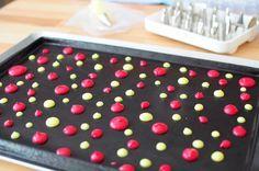 Gâteau roulé imprimé pois, mousse de citron et framboises - La popotte de Manue