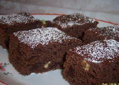 Chiar dacă este post nu putem să renunțăm complet la dulciuri. Prin urmare le adaptăm. Îți recomandăm să încerci această rețetă Ingrediente necesare pentru blat: 200 gr faina 150 gr zahar 30 gr cacao 100 gr nuci 1/2 lingurita praf de copt 1/2 lingurita bicarbonat 1 praf de