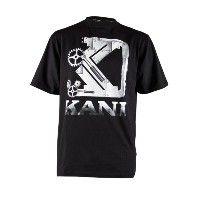 Karl Kani Blueprint Steel T-Shirt. Deze T-shirt is uitgevoerd in zwart. Het T-shirt heeft ook een gave print van het staal gekleurde Karl Kani logo op de voorkant gedrukt staan. #herenmode #zomercollectie #zomerkledingheren #zomerkleding
