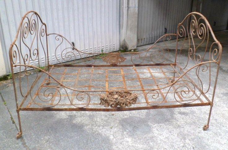 Les 25 meilleures id es de la cat gorie lits en fer anciens sur pinterest f - Cadre de lit fer forge ...