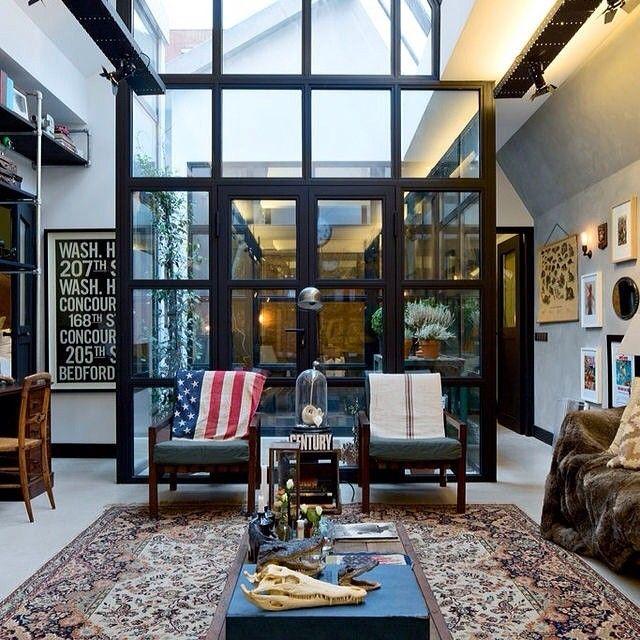 #интерьер #стиль #эклектика #окно #стекло #дизайн #дизайнер #черный #металл #декор #гостиная #американский #kashtanovacom перегородка #кресло #высокий_потолок #супер #interior #style #design