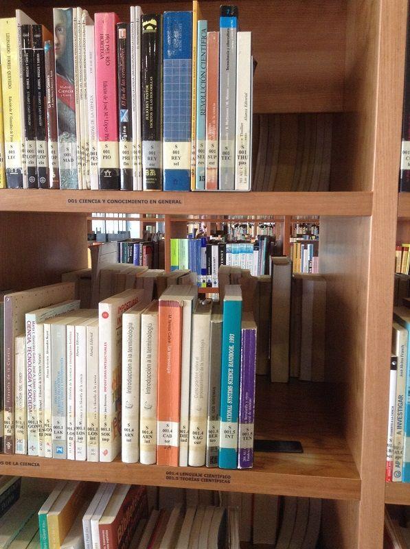 Sala de lectura de la biblioteca Facultad CC de Documentación y Comunicación. #bibliotecas #edificios #libros #colecciones