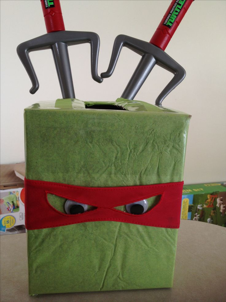 TMNT: Wrap cereal boxes are table decorations