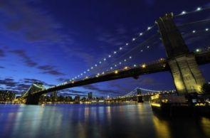 DecoArt24.pl Brooklyn Bridge nocą - fototapeta - Znane Budowle - ARCHITEKTURA - FOTOTAPETY 99,00 PLN Koszt wysyłki od: 17.00 PLN