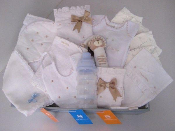 """Dentro de nuestra colección de cestas especiales para bebés hoy te queremos presentar una canastilla de nuestra sección Premium, a la que hemos puesto como nombre Cesta """"Sergio"""", y es para nosotros una cesta muy especial."""