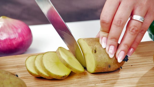 Hody z obyčajných zemiakov? 5 super tipov na jednoduché, ale chutné jedlá, po ktorých sa budete zalizovať | Casprezeny.sk