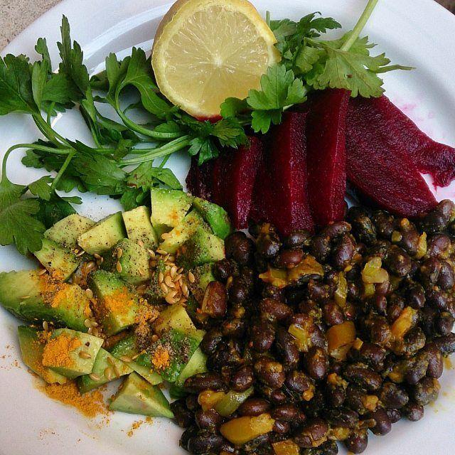 En güzel mutfak paylaşımları için kanalımıza abone olunuz. http://www.kadinika.com Himalaya tuzu karabiber zerdeçal limon ve keten tohumu soslu avokado maydanoz pancar ve siyah fasülye ile nefis bir akşam yemeği hazırladım kendime. Siyah fasülyeyi böylelikle bitirdim Türkiye'ye dönmeden. Sırada mercimek ve tarhana var   #cleaneating #diet #dengelibeslenme #eathealthy #eatclean #eniyilerikesfet #gramdiyetim #healthyfood #healthylife #healthychoices #instafood #lowcarb #mutfakgram…