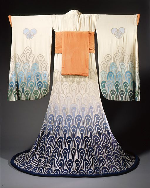 ♛Woman's Kimono (1923) by Erte (Romain de Tirtoff)    This is interesting because it was clearly made by someone who didn't know much about kimono construction, as the sleeves are backwards.  Gorgeous nonetheless!