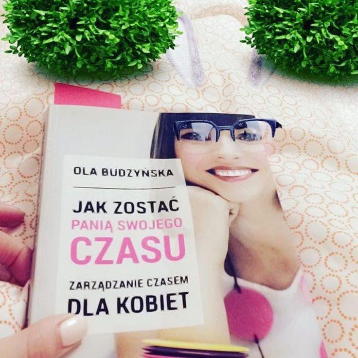 Budzyńska w okularach  Niedziela to idealny moment na czytanie mojej książki  Ja już ją przeczytałam więc dla mnie niedziela (jak zawsze) to idealny moment na pisanie artykułów. Wymyśliłam fajny cykl!!! Wkrótce szczegóły  #psc #paniswojegoczasu #blog #blogerka #ksiazka #ksiazka #ksiazki #książka #książki #ksiazkapsc #ksiazkapaniswojegoczasu #book #books #booklove #bookporn #bookshelf #czytam #czytamy #czytambolubie #czytambolubię #niedziela #sunday #weekend #relax #relaks #rozwój #dziendobry…