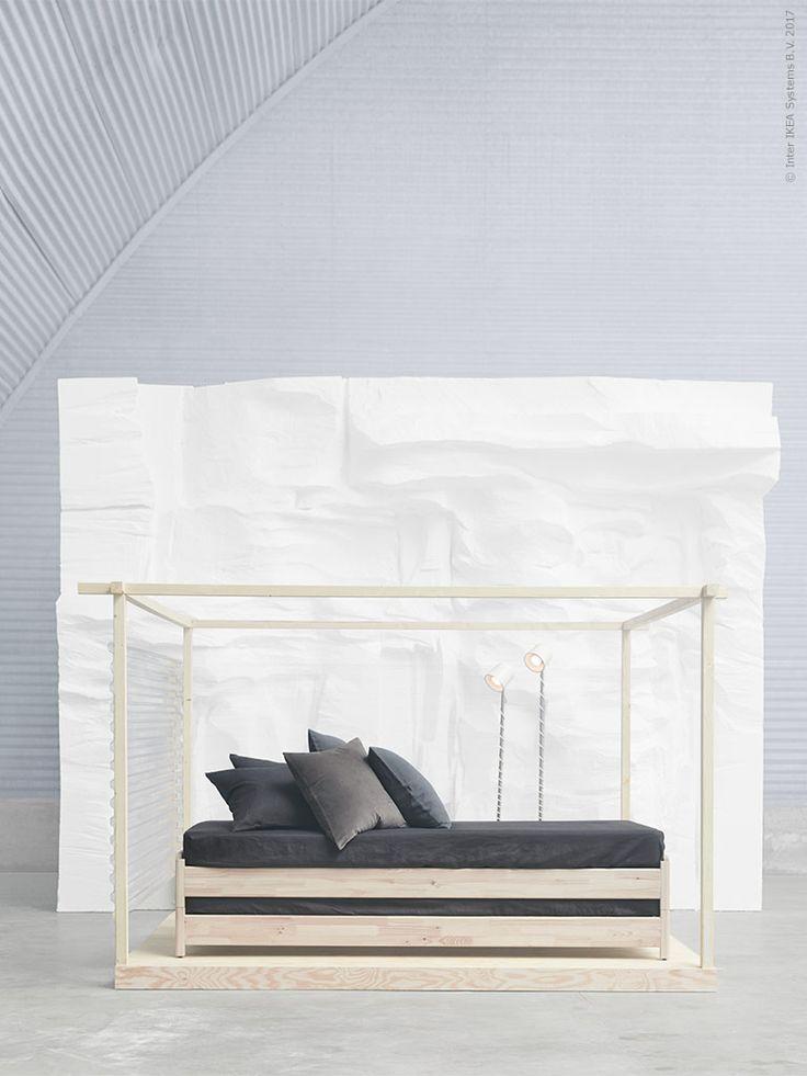 I höstens nyhetsskörd hittar vi smarta och nätta möbler i ljusa träslag som inspirerar till en otvungen enkelhet hemma. En stil och känsla som vi vill ta med oss över alla säsonger. Här och nu med stickade plädar i lager på lager och mängder av levande ljus.