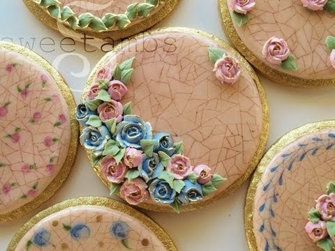 Royal icing technique for creating a cracked glaze effect