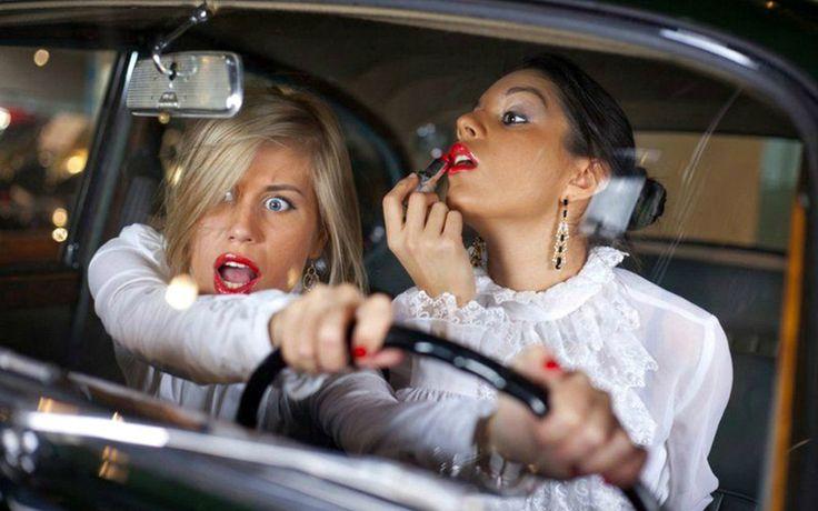 """Женщина за рулём — Богиня! Пассажиры молятся. Пешеходы крестятся  Полиция Пекина призвала женщин не паниковать за рулём  """"Не надевайте каблуки, когда садитесь за руль. Всегда проверяйте, опущен ли ручной тормоз. Не паникуйте, если проехали свой поворот"""". Именно такие советы дала полиция Пекина женщинам-водителям в своём микроблоге, что вызвало волну возмущения и критики со стороны интернет-пользователей.  На сайте полиции Пекина была опубликована статья, посвящённая водителям женского пола…"""