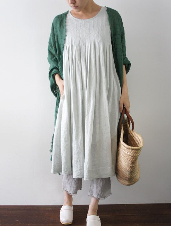 [Envelope Online Shop] Peg Lisette dress - I've always liked dresses that do not have waistlines... either gathered over the bust line or the Umpire type, this looks perfect, very comfortable and relaxed...