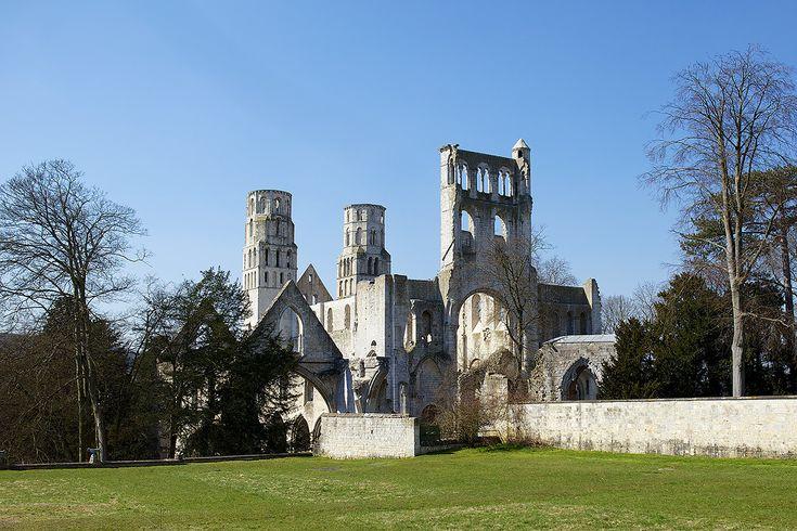 Abbaye de Jumièges | Canon (EOS 5D Mark II) | 34mm | 1/800s | f/5 | ISO 100