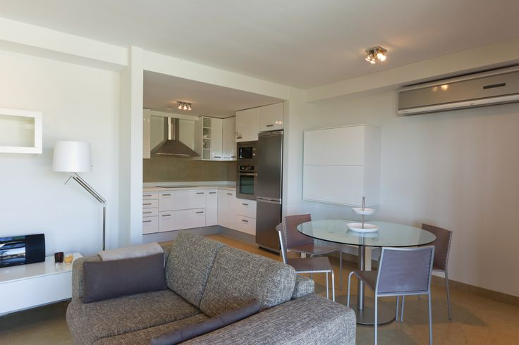 Dining room and living room with everything you need for your comfort during the holidays, plasma television, satellite channels, air conditioning, professionally decorated, direct access to the garden and pool, etc.. #holidayhome #ferienwohnung #holidayrentals #ferienhaus #urlaub #beach #strand #sun #sonne #golf