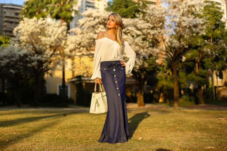 Que sorte a minha poder fotografar em um cenário desse quase na porta de casa!! A primavera deixa tudo lindo demais…olhem esses ipês!!! Mas também meu olhar não sai dessa saia longa jeans deu…