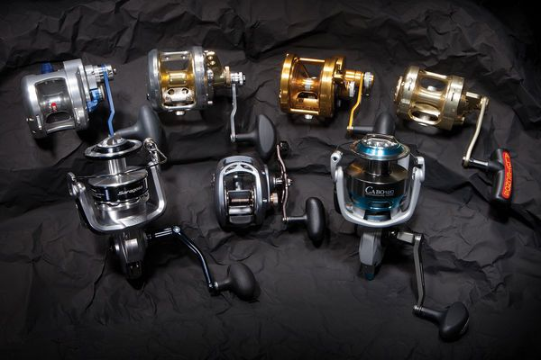 Compact mid-size offshore fishing reels