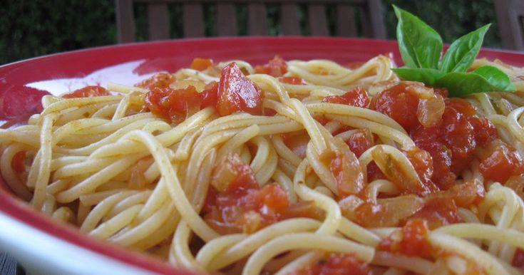 Eu gosto muito de acompanhar carnes grelhadas com esparguete com molho de tomate. Se o molho de tomate for caseiro, melhor ainda;)         I...