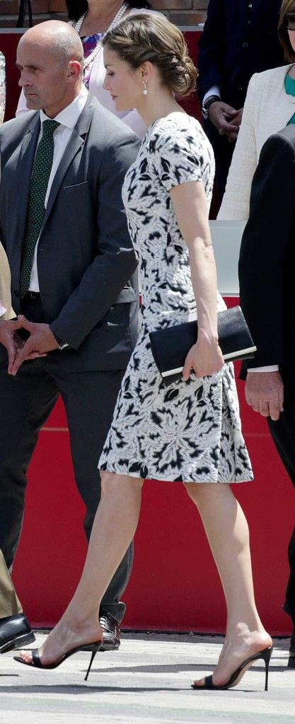27 May 2017 - King Felipe and Queen Letizia attend 2017 Armed Forces Day - dress, shoes and clutch by Carolina Herrera