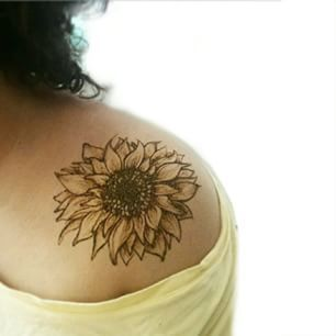 sunflower tattoo shoulder – this is beautiful and simple…. reminds me of  a friend of mine that has passed. Loving the placement