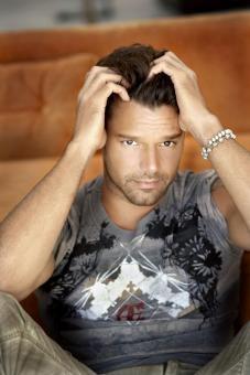 Ricky Martin, ES UN AMOR, ME MERECE....