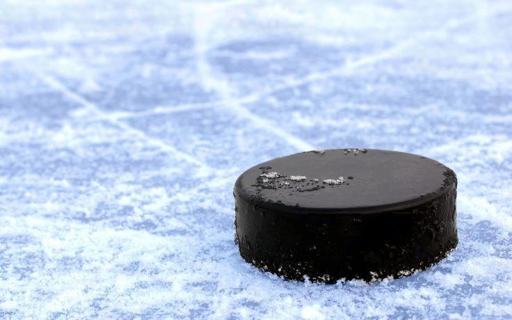 On garde la rondelle de hockey au froid - https://www.lepetiterudit.com/on-garde-la-rondelle-de-hockey-au-froid/