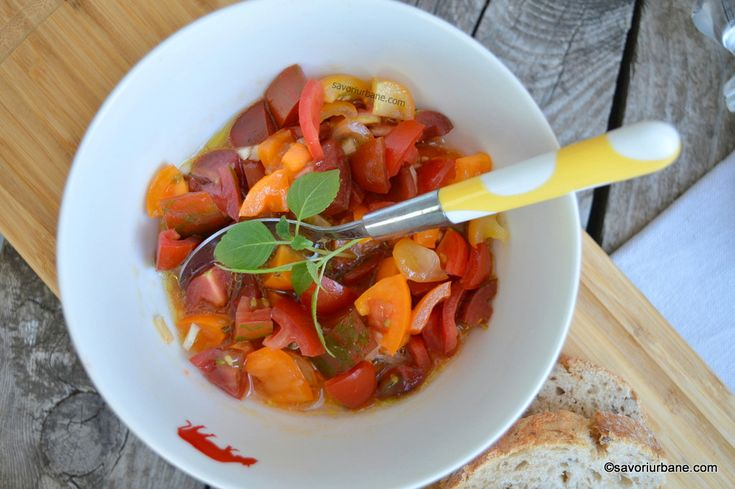 Salata de rosii cherry cu usturoi, busuioc si otet balsamic reteta savori urbane