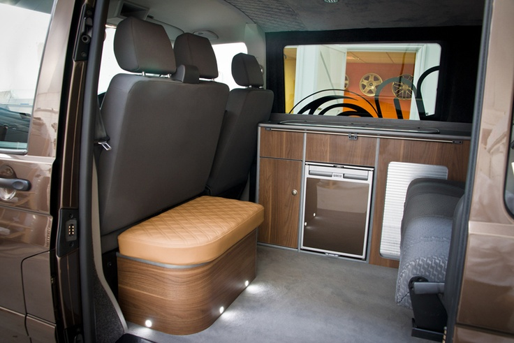 Nice bench shape. Not liking the leather or colour, but the shape and location in the van is bang tidy.