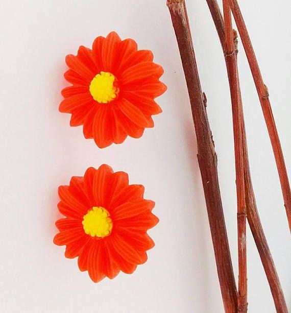 SALE  Red Daisy EarringsRed Retro Daisy EarringsDaisy Stud