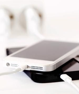 Quick tips for cleaning and disinfecting your cell phone.