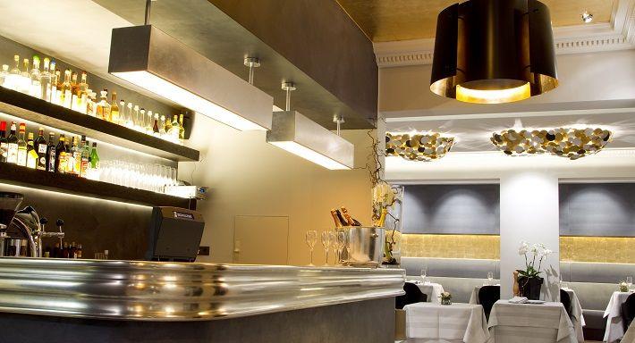 CARMELO CRECO  Chefkoch Carmelo Greco wird seit 1996 regelmäßig mit einem Michelin-Stern ausgezeichnet, erhält 17 Punkte im Gault Millau und wird von der Presse mit Lob überschüttet. Mehr muss man wohl nicht wissen, um einfach mal in seinem Restaurant in Frankfurt-Sachsenhausen vorbei zu schauen.