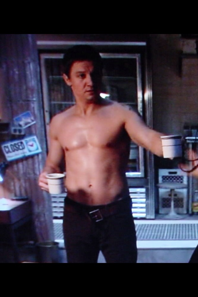 Jeremy Renner ... Shirtless ... Sigh!!!