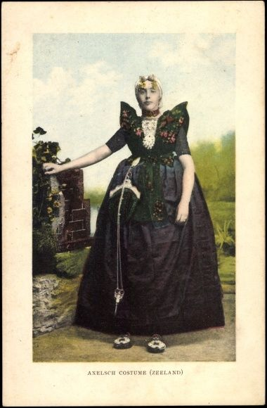 Postcard Axelsch Costume, Zeeland,