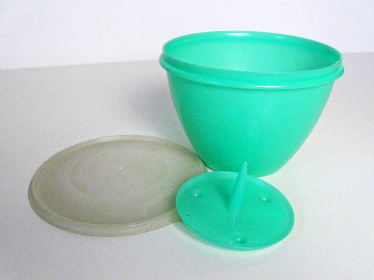 vintage tupperware lettuce keeper bowl with lid