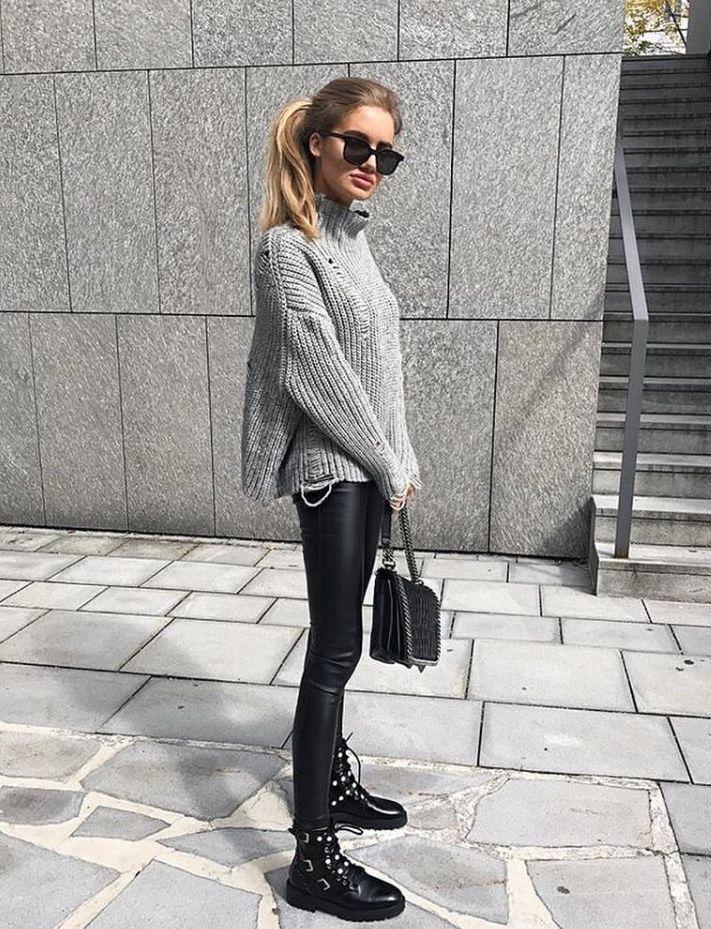 Dolcevita nero collo alto, camicia oversize Zara, leggings eco, stivali  neri borchie ASOS.