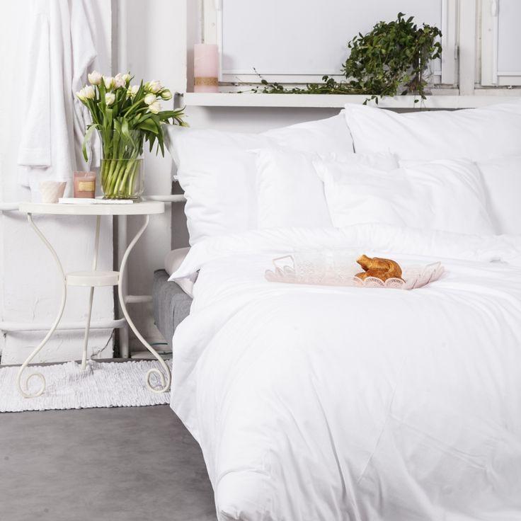 JERSEY idealnie pasuje do skandynawskich oraz nowoczesnych sypialni. W zestawie znajdziesz: poszewkę na kołdrę, dwie poszewki na poduszki worek na pościel. 100% bawełny jersey.